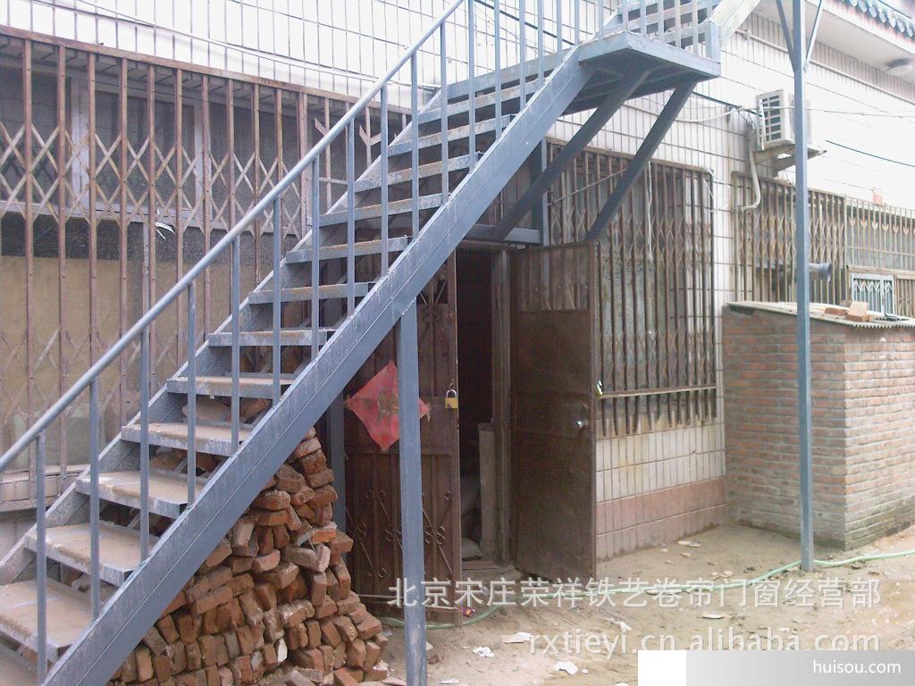 荣祥铁艺【钢结构楼梯】造型完美,结构紧密,设计新颖使用寿命长