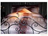 莎鲨家纺简约大气的风格,显得十分优雅,铜钱花纹图案给你满足感