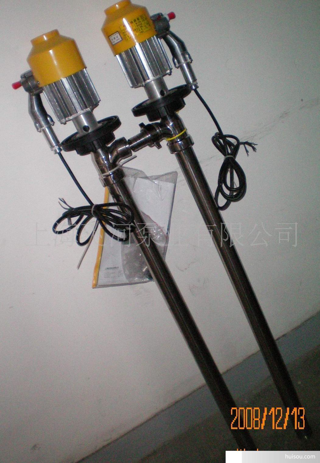 一,产品概述:飞河牌SB系列插桶泵(油桶泵,电动抽液泵)可以直接插入物料桶(最大适用于符合GB/325-1991标准的钢桶)中抽取桶中液体。可输送各种油料、带腐蚀性化学药水、其他液体。根据所输送的液体性质,泵体沾湿部分材料可选用铝合金、优质不锈钢等组成。驱动电机配备单相标准电机,防爆电机,高转速电机等多种选择。电机外壳采用黄色优质聚碳合成塑料合成塑料,根据材质,电机不同,型号可分为:SB-1、SB-1-1,SB-1-2,SB-2,SB-2-1SB-3,SB-3-1,SB-4,SB-5,SB-6,SB-7,