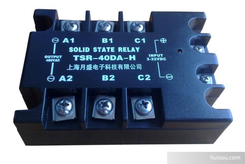 五. 固态继电器产品选用注意事项:  选择产品时,应根据负载的性质不同,在电流档次上留有不同的余量。(阻性负载时,可按2倍以上负载电流选取。感性或容性负载时,可按3倍以上负载电流选取)。  根据负载电流与环境温度的关系,当环境温度较高或散热条件欠佳时。应增加电流容量。为防使用时负载短路,要求在负载回路中串接与本产品相应的快速断路开关或快速熔断器。  感性负载时,应在输出端并接压敏电阻,以防过压时损坏晶闸管。压敏电阻(MOV)的选配:240V档时选430-470V,440V档时选680-750V, 6