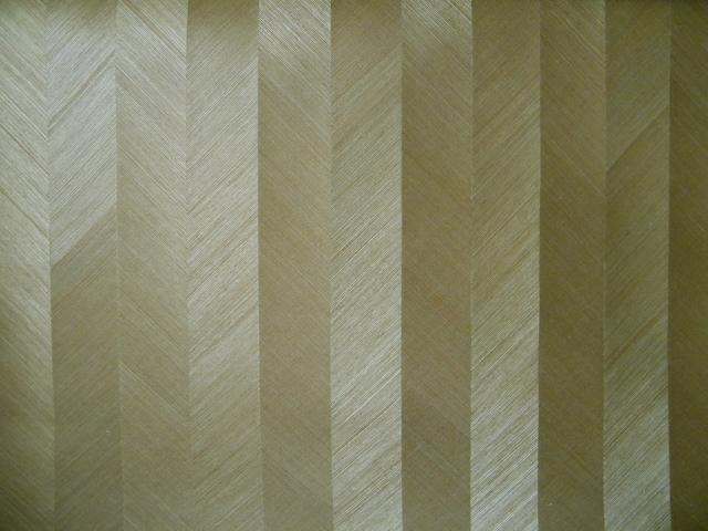 木皮拼贴墙纸,原木雕花墙纸,采用天然木材,经过木材刨切、雕花、手工粘贴、木皮与底基双层粘合等多道工序而成且手感质朴自然,外观华丽,高贵典雅。纯天然材质对人体没有任何化学危害,透气性能良好,被喻为会呼吸的壁纸,更是健康家居的首选装饰材料。软木木皮墙纸,保持了软木的自然本色,软木本身具有特殊的多空薄壁细胞结构,因而具有独特的软木自然花纹,木皮竹皮材质类墙纸,是运用传统工艺手工编织而成的高档墙纸,表现形式非常丰富,装饰性强,具有吸音、透气、散潮湿、不变形等优点。www.