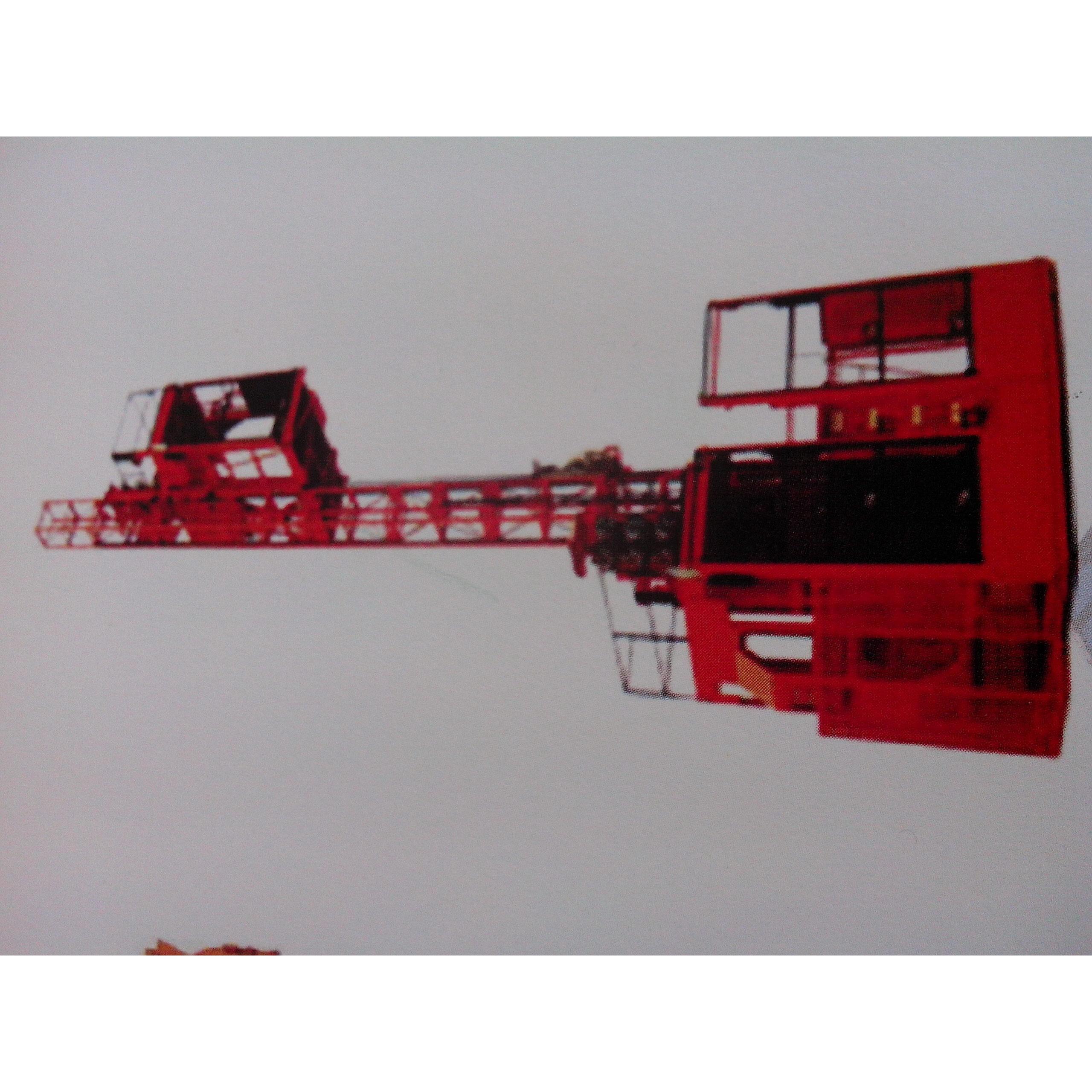 操作顺序与施工方法电动吊篮用倒链先在地面上组装成