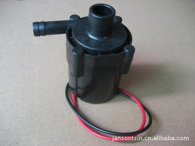额定电压:DC12V 流量和扬程可以根据要求调整,带信号输出及PWM功能。 此款泵为直流无刷电机驱动的离心水泵,叶轮有全封闭式、半封闭式、敞开式三种结构,可以根据要求选配,可以达 到流量大,扬程高。 采用石墨轴套和氧化锆配合,更静音。 产品可用于电脑水冷系统,太阳能喷泉,热水器加压,水暖床垫,游泳池水循环过滤,洗脚冲浪按摩盆,冲浪按摩浴缸, 汽车冷却循环系统,加油器,加湿器,空调机等产品.