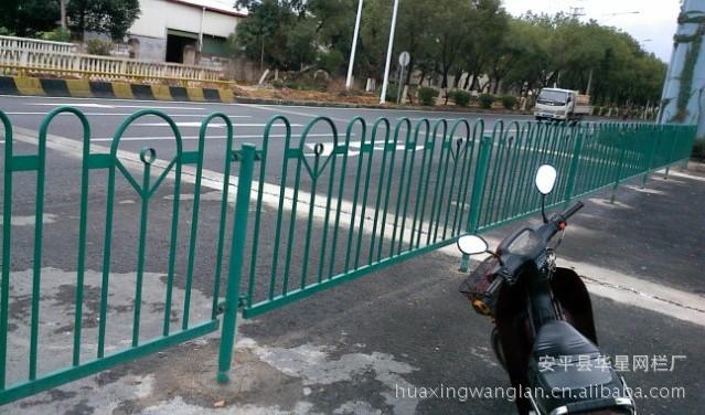 供应城市道路护栏 道路隔离栅 交通防护栏