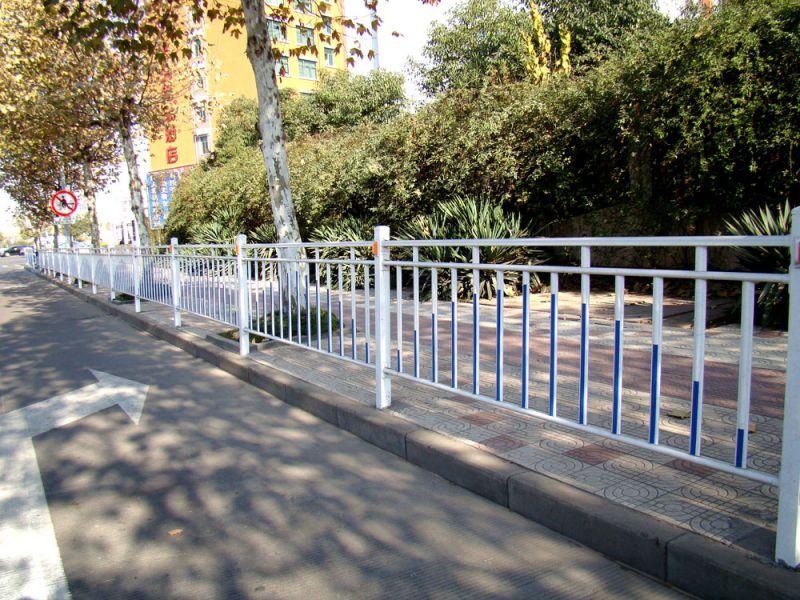 护栏,护栏网价格_锌钢护栏给家庭装修带来温馨浪漫的