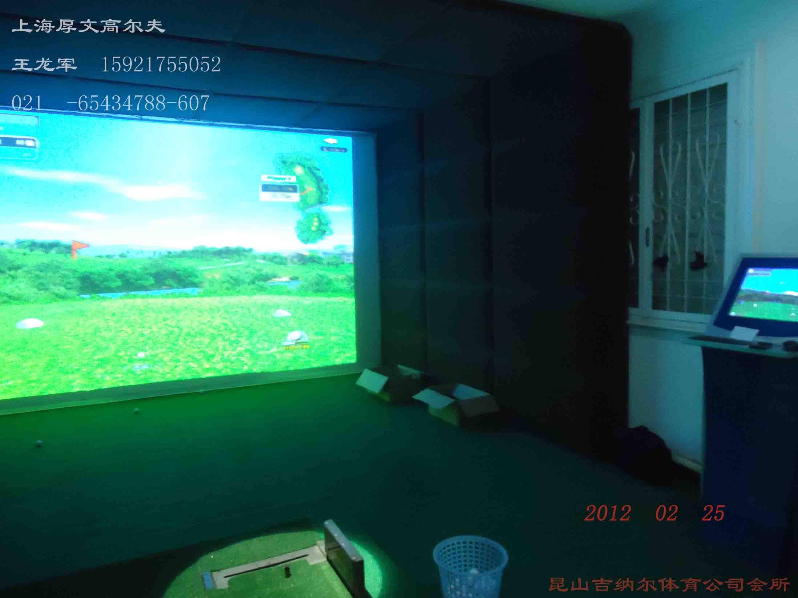 由150多个双重红外单元传感器组成的GOLFZON--12打球感应分析系统,            通过先定点检测球,再监测球速、杆面角度、杆头速度、侧/回旋、            从而避免了丢球的可能,打球的准确度为99.9%。         (2)软件                      Golfzon-12球场软件包括世界各地120个3D航拍高尔夫球场,                  真实还原球场原貌。完美汉化,触摸控制。