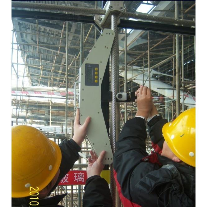 缆绳张力检测仪的365bet体育开户网址_365体育投注怎么玩_365bet体育开户与研发/铜绞线张力测试仪具有张紧力的绳索结构,不需拆卸即可直接测量。重量轻、结构简单、操作方便,可携带高空作业 适用于任何场合。 仪器获得国家专利专利号(ZL 2011 3 0153850.2)仿冒必究, 具有七种线径测量功能、测量范围更宽 使用范围:适用于柔性的拉索 高强度绳索的张力拉力测试等。 操作简便,一个人在10秒内就可完成一次测量。仪器结构简单,性能稳定,测量精度高,当被测索规格与测力仪中储存索号规格相同时,在额定量程内,测力精度可达3-5%。 被测索的选择范围宽,使用方便,