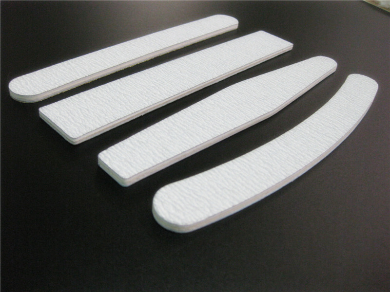 砂条指甲锉的使用方法:与指甲呈90度,朝着指甲的正中心,一下一下的打磨,不要来回打磨,容易挫伤指甲。不用指甲剪,用它就可以直接修理长短和形状哦。 木之美是一家专业美甲工具生产厂家、美甲指甲锉厂家、EVA指甲锉厂家、各种材料指甲锉的供应商!本公司供应金属指甲锉、塑料指甲锉、EVA指甲锉、砂条指甲锉、木片一次性指甲锉、玻璃指甲锉等其它材料指甲锉产品; 木之美供应的指甲锉规格型号多样,产品不易断,优质耐用,材料环保,使用轻便、可多次重复使用。 木之美指甲锉系列产品规格众多,效果较理想,产品符合ROHS要求,通过