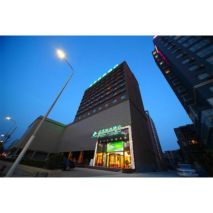 """主要建材/地毯,壁纸,石材 设计小组/h组 山水时尚酒店设计主张以""""绿"""