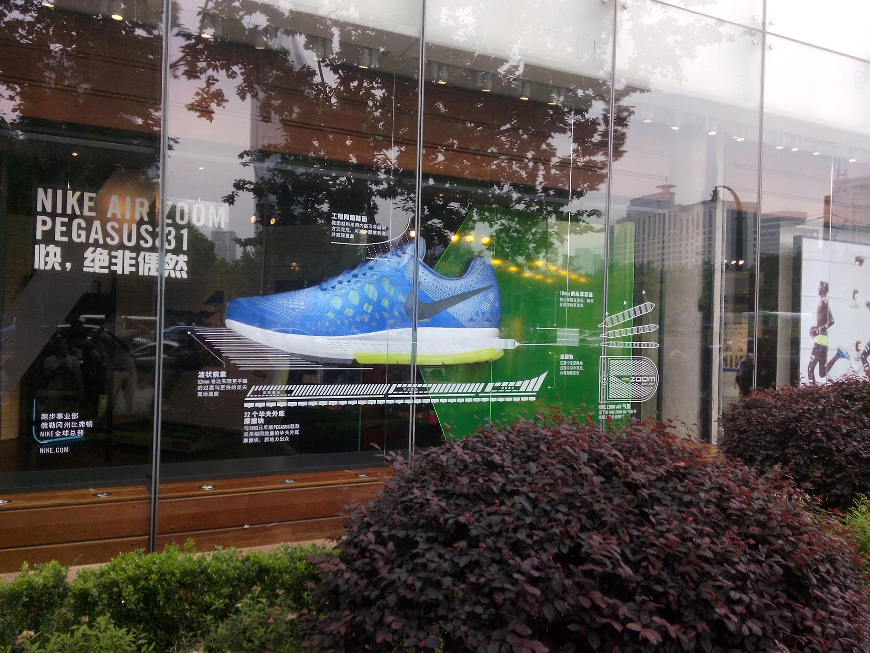 上海商场外墙玻璃广告贴画 幕墙广告画