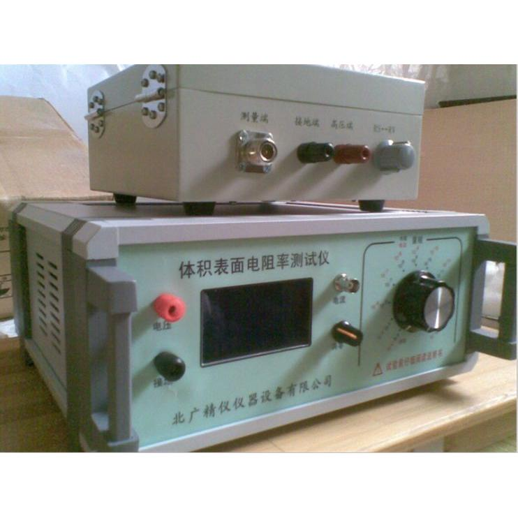 BEST-121固体绝缘材料体积表面电阻率测试仪 一、固体绝缘材料体积表面电阻率测试仪概述: 本仪器既可测量高电阻,又可测微电流。采用了美国Intel公司的大规模集成电路,使仪器体积小、重量轻准确度高。数字液晶直接显示电阻值和电流。量限从1×104 ~1×1018 ,是目前国内测量范围最宽,准确度最高的数字超高阻测量仪。电流测量范围为2×10-4 ~1×10-16A。机内测试电压10V/50V/100V/250V/500V/1000V任意可调。本仪器具有
