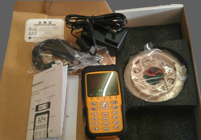 F900型编码器器是一款对我司生产的智能终端设备进行编、读地址码的便携式设备;是工程安装、调试、维护过程中必备工具。支持我司目前生产制造的所有智能终端。采用手握式结构,外观小巧类似于手机,携带方便,操作、按键布置与手机相仿。地址码红色数码管显示,直观明了。具有地址自动加一功能,可对设备连续编码,提高工程安装效率。具有防震功能,特别适合工程现场使用。 (1) 适用范围:泛海三江9000系列所有智能终端 (2) 电 源:内置1600 mAh锂电池,可外接24V-500mA 直流电源对电池充电或者作为工作电源