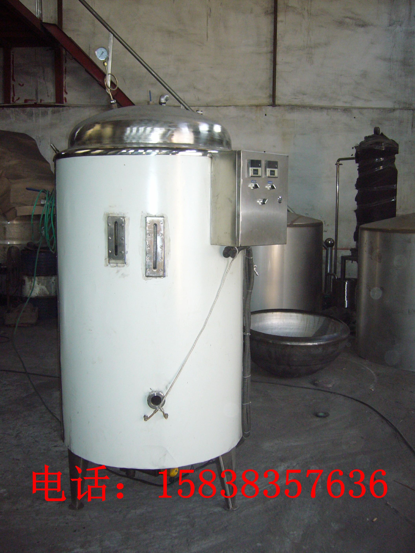 小区住宅锅炉电加热蒸汽锅炉 手机:15838357636 13253335989 电话:0394-6786088 联系人:王经理 电加热蒸汽锅炉就是电蒸汽锅炉,简单地说就是用电来加热的蒸汽锅炉,具体是指一种电热 转化成热能从而把水加热产生蒸汽的压力容器设备。国家技术监督总局对电蒸汽锅炉的定义为: 最高安全水位时存水容积大于等于30L的承压电蒸汽锅炉为电加热蒸汽锅炉;小于30L的承压电蒸 汽锅炉为电蒸汽发生器,其制造和使用无需技术监督部门监检和审批 使用前注意事项 (1)、电源电压不能超过额定电压的 &pl