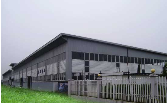 上海睿仰钢结构是专业的钢结构制造企业,公司资金力量雄厚,专业人员齐备,拥有现代化的检测手段,装备齐全,公司以优质的产品 ,优惠的价格,快捷的服务,良好的信誉服务于每一位客户。 下面介绍下钢结构厂房安装的注意事项: 1、在吊装过程中,不得利用已安装就位的构件起吊其它重物。 2、不得在主要受力部位焊其它物件。 3、当天安装的钢构件应形成空间稳定体系。 4、进行钢结构安装时,楼面上堆放的安装荷载,不得超过钢梁和压型钢板的承载力。 5、安装柱与柱之间的主梁构件时,应对柱的垂直度进监测除监测一根梁两端的柱子的垂直度