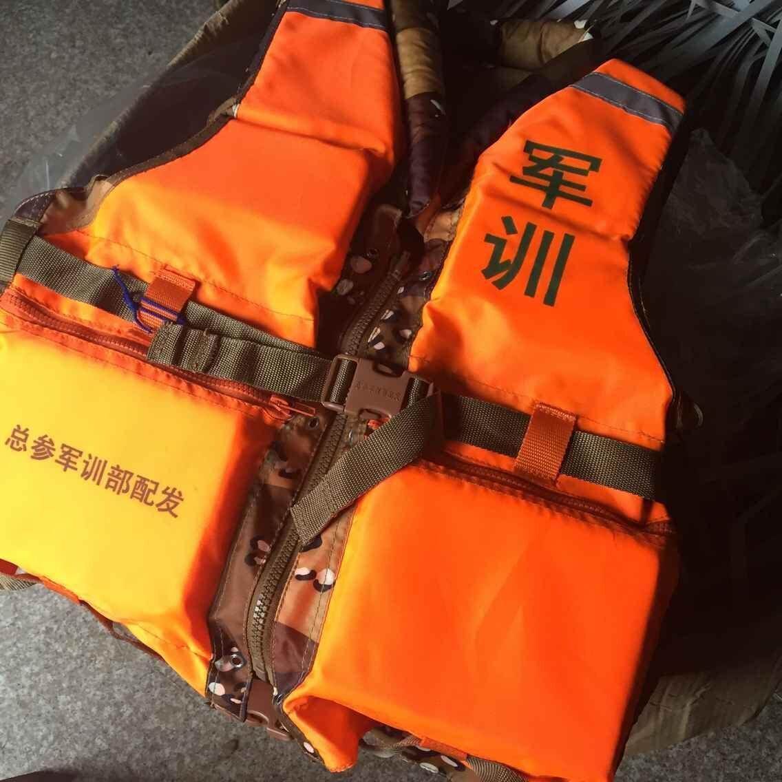 一般使用年限为5-7年,是船上,飞机上的救生设备之一.