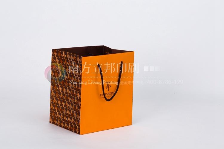 手提袋 纸袋  提供设计图或者由我们为您设计,文件常用格式cdr,ai,ps