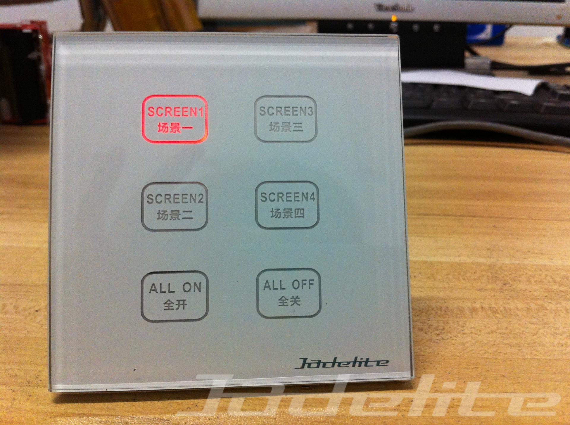 技术参数 输入电压:DC15-30V 总线耗电:50mA/DC24V 工作环境:温度0-45 湿度20%-90% 安装方式:嵌墙式标准86×86(mm)安装 外型尺寸:86×86×30mm(长×宽×高) 面板材质:锌合金 玻璃 产品功能 适用86型预埋盒 预置6场景,可控制64个区域,可扩展场景 每区控制256回路 按键LED背光显示 带上锁功能 断电记忆功能 产品资质 该产品已经通过CE认证。 应用 该产品可以用在需要进行调光控制、场景控制、集