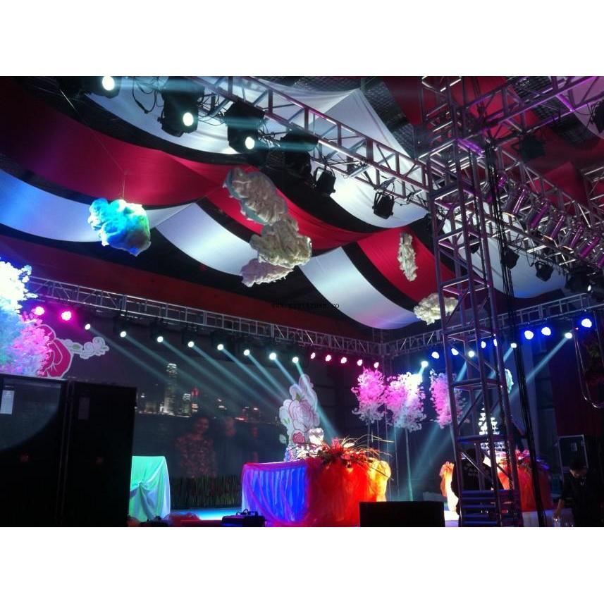广州市众展亿缘演出器材有限公司 是一家专业设计、生产和销售各种流动演出器材的厂家,主要生产各种规格型号的铝合金桁架、舞台灯架、展览架、背景架、活动舞台、透明舞台、航空箱、标准机箱及不规则箱铝合金单排灯架,铝合金三角桁灯架,铝合金四方铝合金灯架,铝合金圆型灯架,铝合金转角truss铝合金灯架,铝合金灯光架,铝合金灯架,铝合灯光音响架,铝合金展示架,铝合金力压架,电视台演播厅灯棚,大型演出背景架,铝合金行架,灯光架,舞台灯架,太空架.