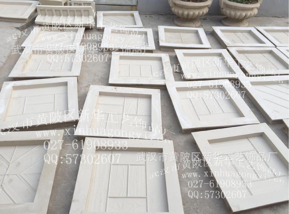网上此价格只提供参考,尺寸不一样价格也是不一样的,欢迎来电话详细咨询13507166837  新华工艺饰品厂专业设计、制造、销售于一体的工厂:提供混凝土(水泥)专用模具有:仿木护栏、仿石材围栏、仿树皮栏杆、仿树根护栏、仿木铺板、仿竹护栏、仿木桩、仿木休闲桌椅、仿木葡萄架、仿木花架、仿木小亭、仿木花坛、仿木花箱系列的栏杆模具。并可根据客户提供的图纸要求定制任意尺寸及款式仿木模具。购买仿木系列模具免费培训制作技术!