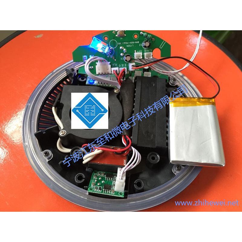 人工模式和自动模式; 负离子清新功能; VOC气体传感器检测空气质量等级; 按键控制功能和遥控器控制功能; 嗡鸣器提示按键声音功能; 自动模式下风速按照空气质量等级自动调节风速 ; 太阳能充电和车冲DC-5V功能可以两用(可选); 空气传感器,可发红蓝绿三色光,(差,中,好)(可选) ; 内置锂电池 充电指示灯; 以上功能仅供参考,宁波江东至和微电子科技有限公司可根据客户的功能要求定制设计家用电器/汽车/医疗电子等控制电路板