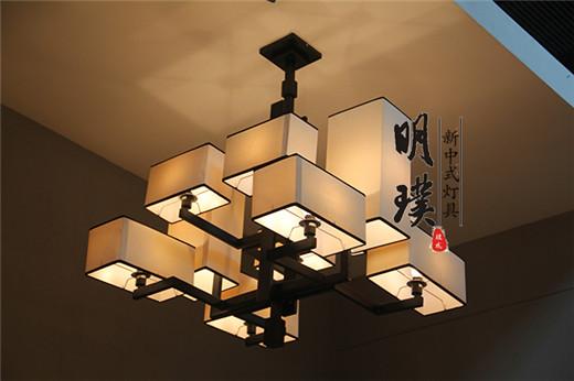 別墅新中式客廳吊燈裝修效果圖