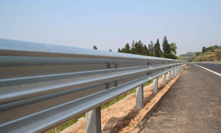 公路波形护栏板厂家供应